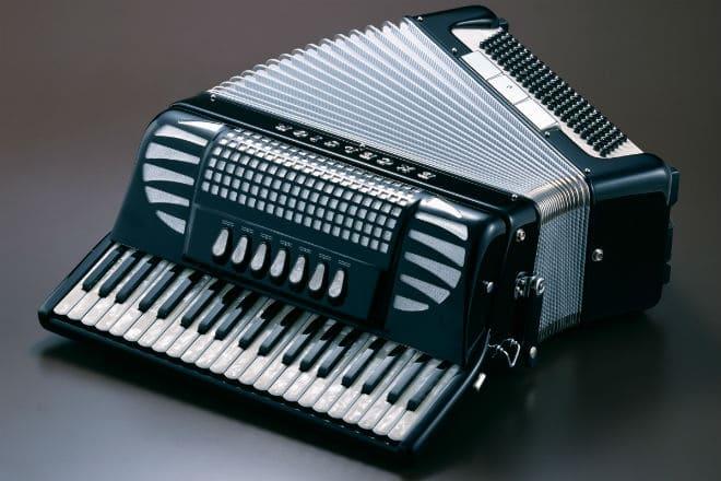Музыкальный инструмент аккордеон