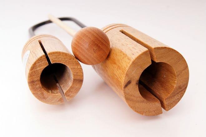 Деревянный вариант музыкального инструмента агого