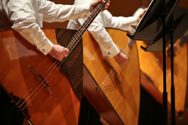 Как играть на балалайке-контрабас?