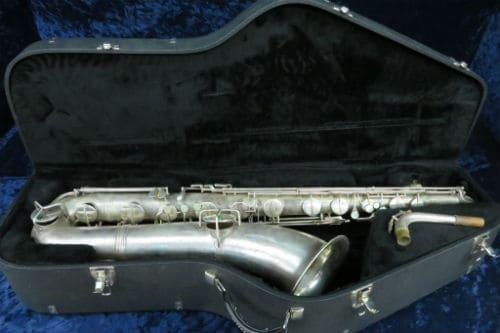 Баритоновый саксофон в футляре
