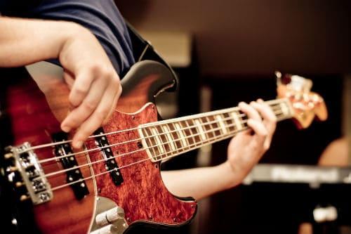 Техника игры на бас-гитаре