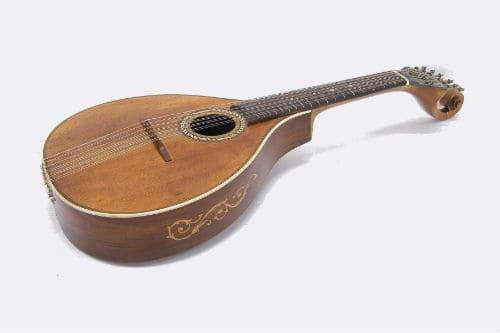 Музыкальный инструмент цистра