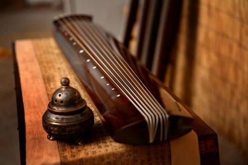 Китайский инструмент цисяньцинь