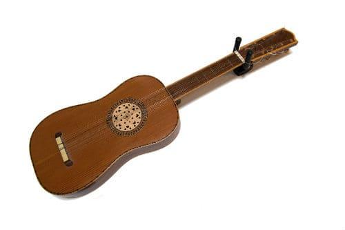 Музыкальный инструмент виуэла