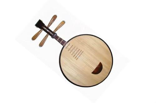 Музыкальный инструмент юэцинь