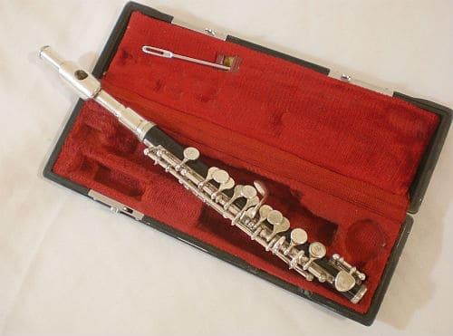 Флейта-пикколо в футляре
