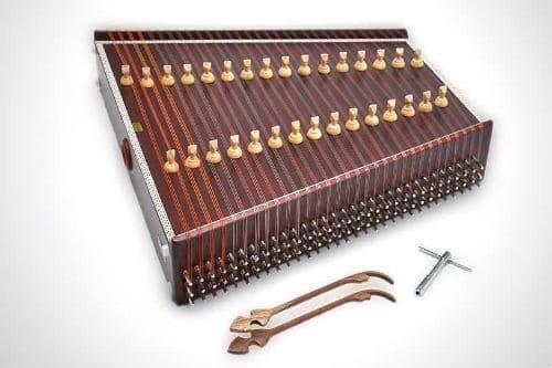 Музыкальный инструмент сантур