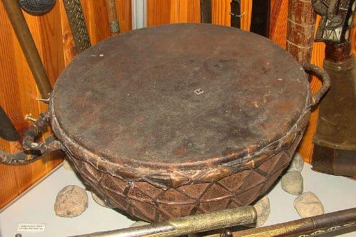 Музыкальный инструмент тулумбас