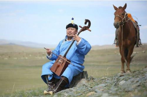 Игра на монгольском инструменте морин хуур