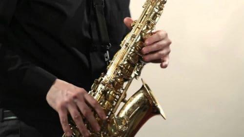 Игра на саксофоне-альт