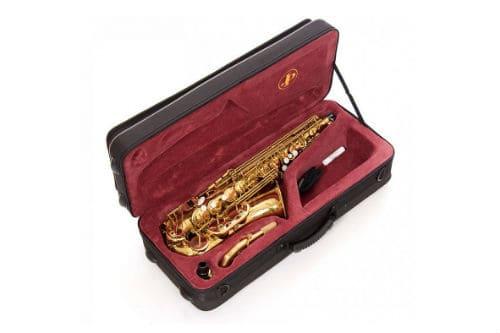 Альтовый саксофон в футляре