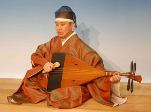 Игра на японском инструменте бива