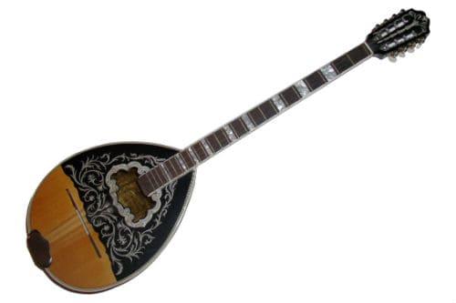 Музыкальный инструмент бузуки