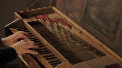 Игра на клавикорде