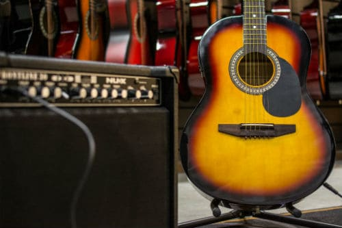 Как выглядит электроакустическая гитара