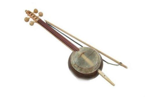 Музыкальный инструмент гиджак