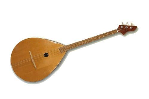 Музыкальный инструмент думбыра
