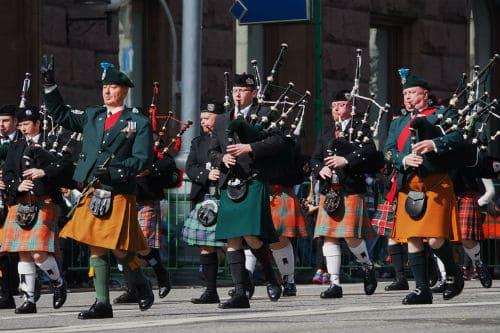 Игра на ирландской волынке