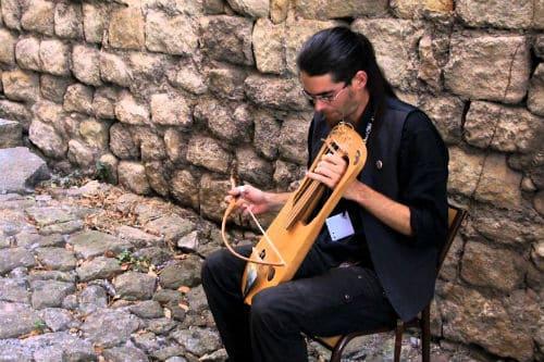 Игра на инструменте крота