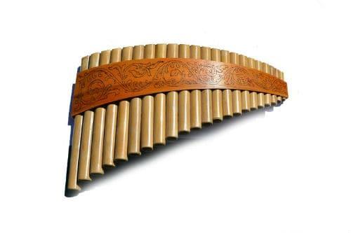Музыкальный инструмент най (многоствольная флейта)
