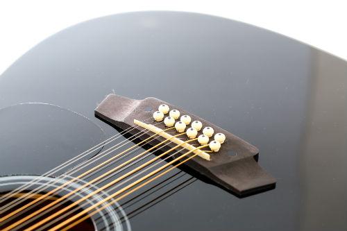Крепление струн у двенадцатиструнной гитары