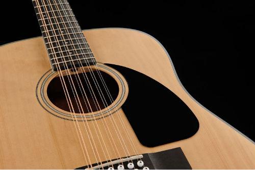 Двенадцатиструнная гитара вблизи