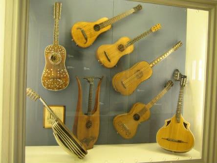 Старинные образцы гитар