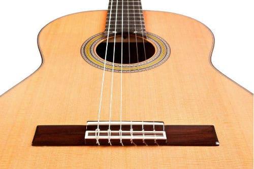 Струны на классической гитаре