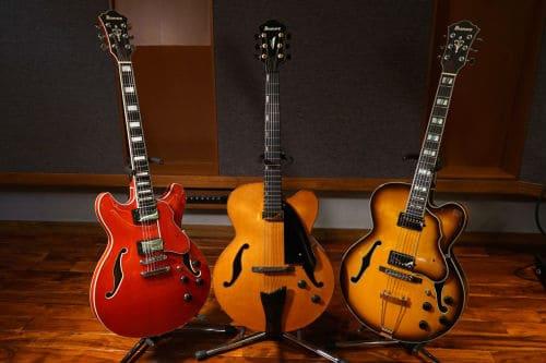 Несколько полуакустических гитар
