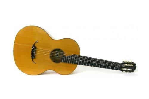 Музыкальный инструмент русская семиструнная гитара