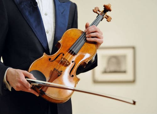 Скрипка в руках